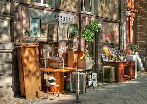 Genbrugsbutik i Berlin. Foto Till Krech